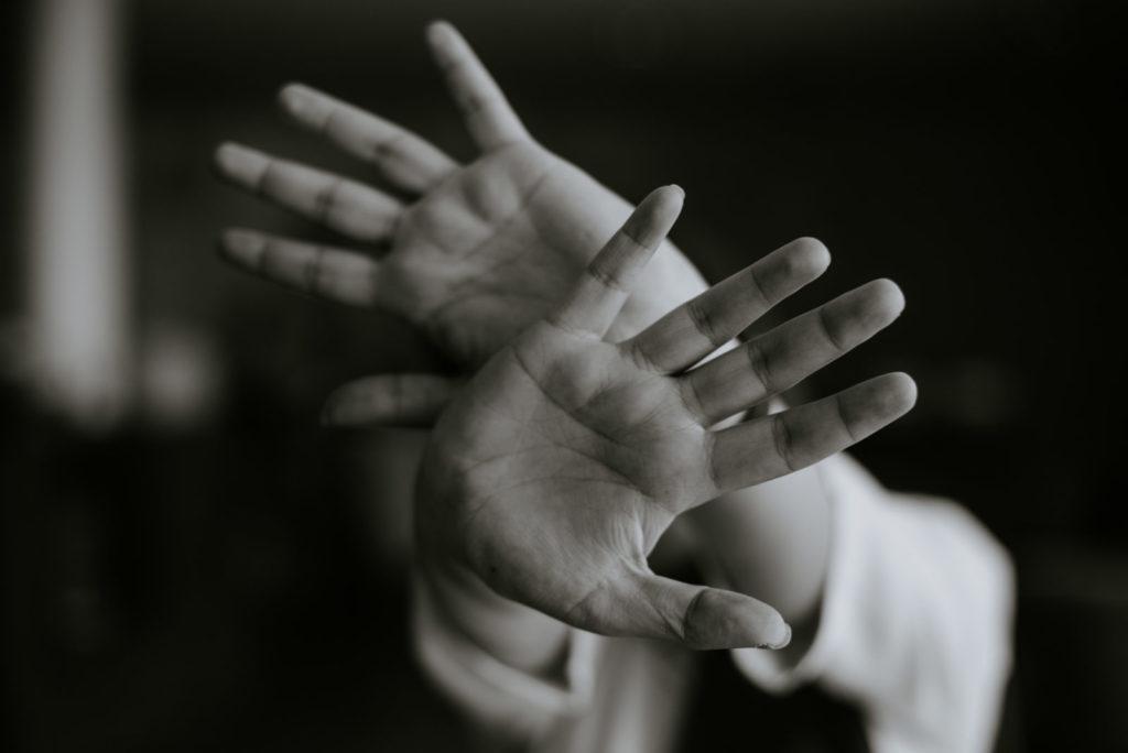 Mains croisées